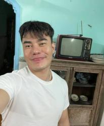 Lê Dương Bảo Lâm chán livestream đổi sang thú vui đi gom xin đồ trong mùa dịch