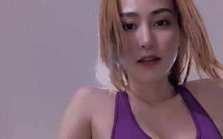 Ngân Khánh chọn góc chụp selfie khoe vòng một ngồn ngộn, fan thốt lên 'khó thở'