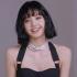 Lisa BLACKPINK hiếm hoi diện áo bung cúc khoe vòng 1