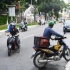 Tài xế ngao ngán quay đầu xe, không thể qua chốt kiểm soát dịch ở Hà Nội